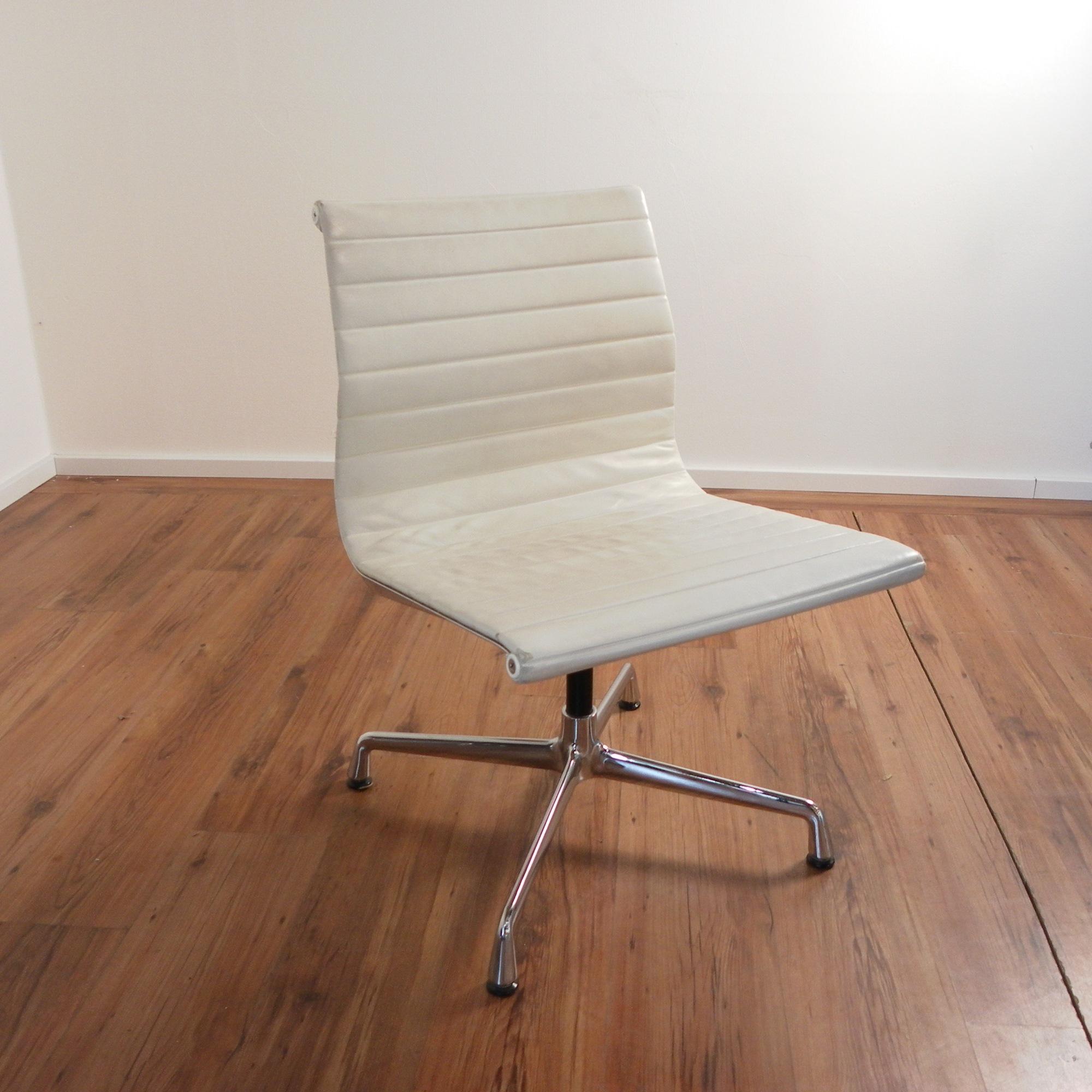 vitra eames alu chair ea 105 konferenzstuhl leder beige. Black Bedroom Furniture Sets. Home Design Ideas