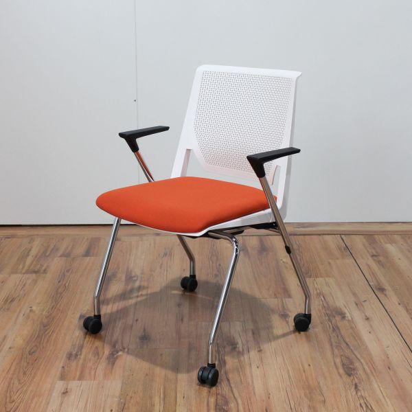 Haworth Konferenzstuhl Comforto62 auf Rollen Weiß Sitzfläche orange stapelbar