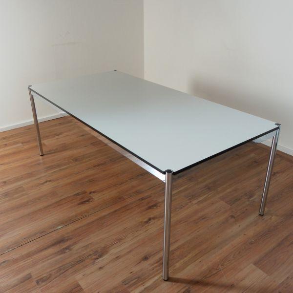 USM Haller Schreibtisch - 200x100cm in perlgrau - Gestell chrom