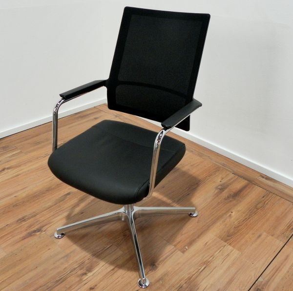 Köhl Konferenzstuhl - Leder schwarz - Netzrücken schwarz - Gestell chrom