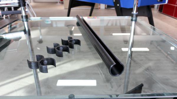 USM HALLER 4 Tischbeine und 3 mit Kabelführungsrohr