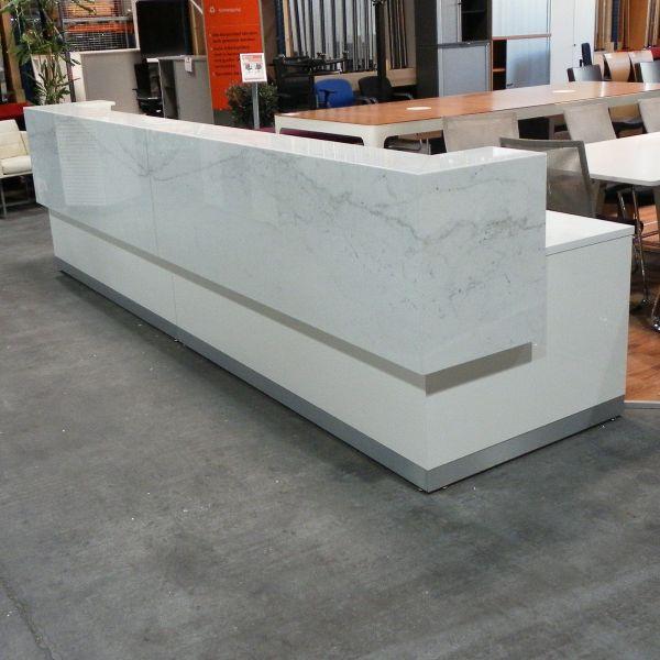 Empfangstheke - Marmortheke - Einzelanfertigung - weiß - 400 cm - 4 Arbeitsplätze