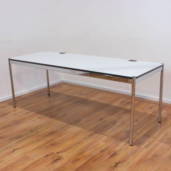 USM Haller Schreibtisch Plus 200 x 75 cm - Tischplatte weiß - Gestell 4-Fuß chrom