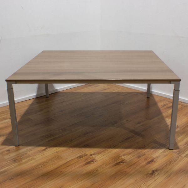 Steelcase Kalidro Konferenztisch Nussbaum 160x160 cm