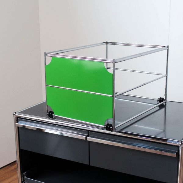 USM Haller Hängeregisterkorb 50x35cm mit Blende in Grün