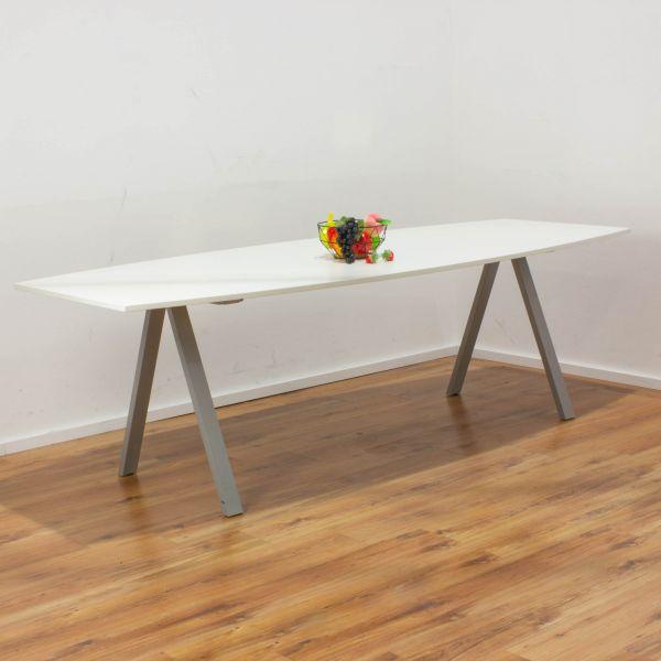 """Bene Konferenztisch """"Delta"""" - 240 x 100 cm weiß - Gestell A-Fuß silber"""