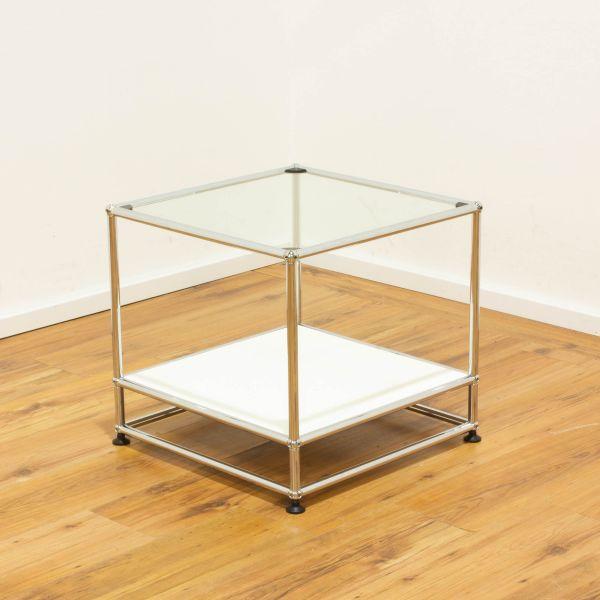 USM Haller Beistelltisch weiß 50x50 - mit Glastablar und Sockel