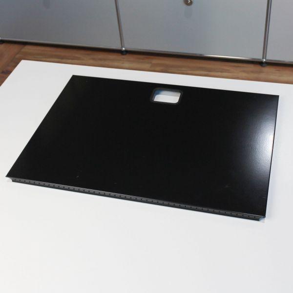 USM Haller Tablar 50x35cm mit Kabeldurchlass Graphitschwarz