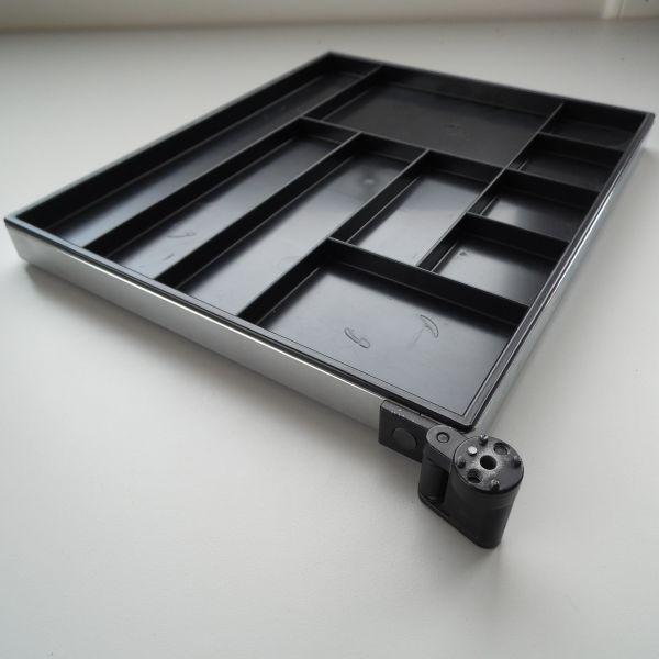 USM Materialschwenkarm Einsatz Schwarz Rahmen Chrom