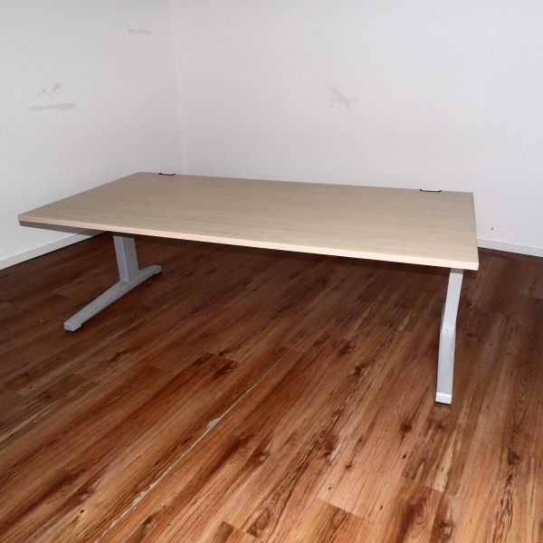 Steelcase Activa - Schreibtisch - 180x90 - Platte Ahorn - C-Fuß Gestell silber