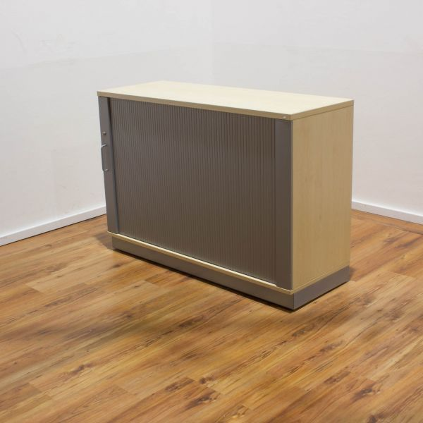 MBT Sideboard 2OH - Korpus ahorn - Deckplatte ahorn - Querrollladen silber