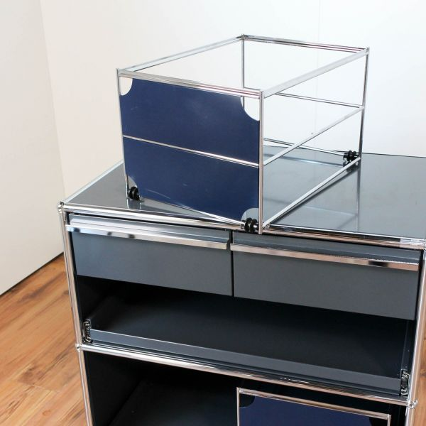 USM Haller Hängeregisterkorb 50x35cm mit Blende in Stahlblau