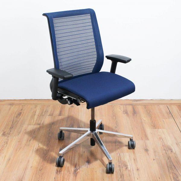 "Steelcase Bürodrehstuhl ""Think"" - Netzbezug in blau - Gestell chrom"