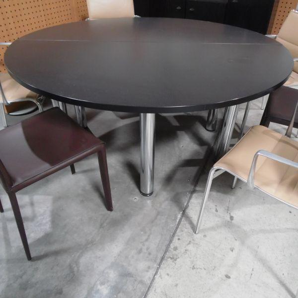 Konferenztisch - Ø 160 cm in schwarzer eiche - Gestell chrom