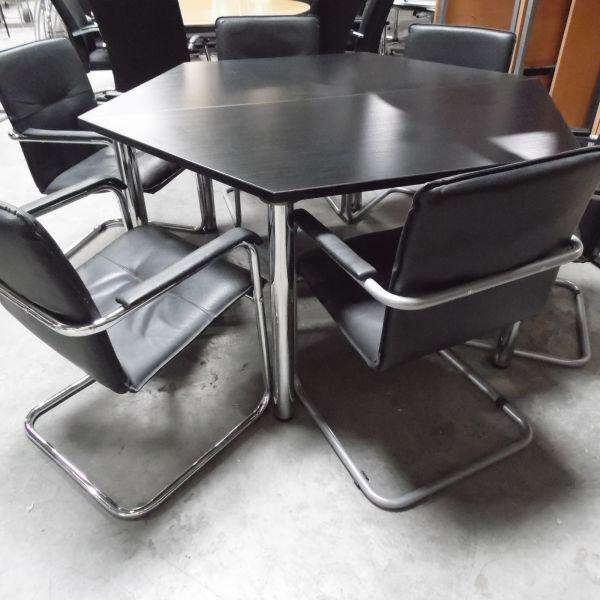 Konferenztisch - 140 x 140 cm in schwarzer eiche - Gestell chrom
