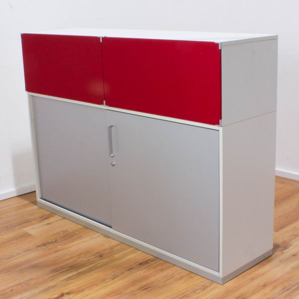 Steelcase Sideboard 3OH weiß - Schiebetüren silber - Rote Stofffront - Breite 160 cm