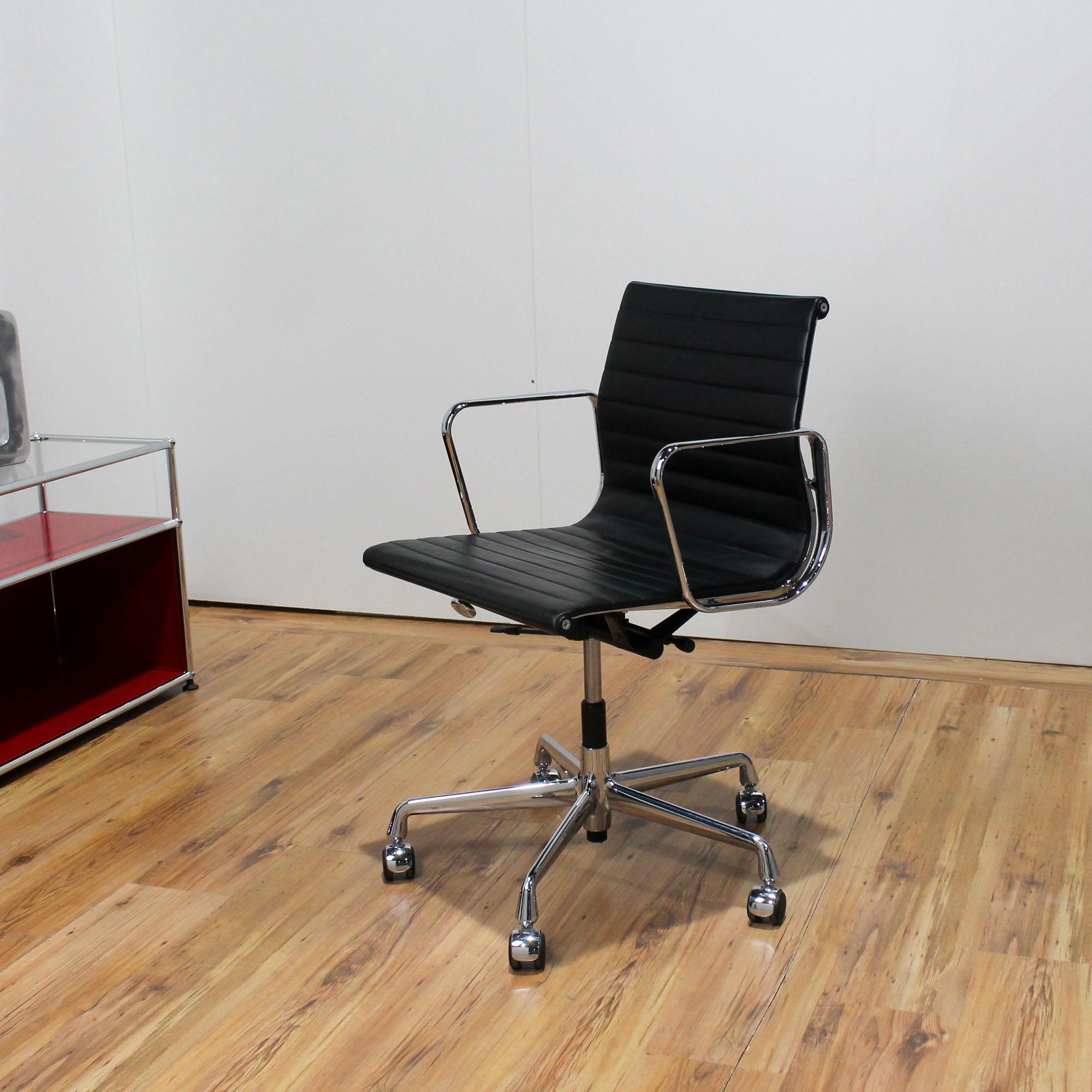 Das Bild wird geladen Vitra Eames 117 Besprechungsstuhl leder schwarz