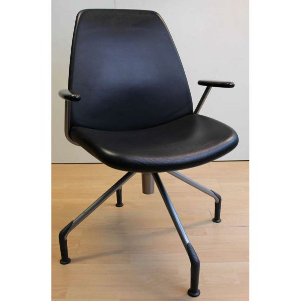 Hag Konferenzstuhl - Leder in schwarz - Gestell silber