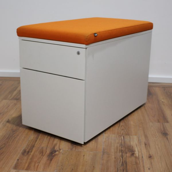 Steelcase Rollcontainer - Korpus in weiß - A6/A4 weiß - Sitzkissen orange