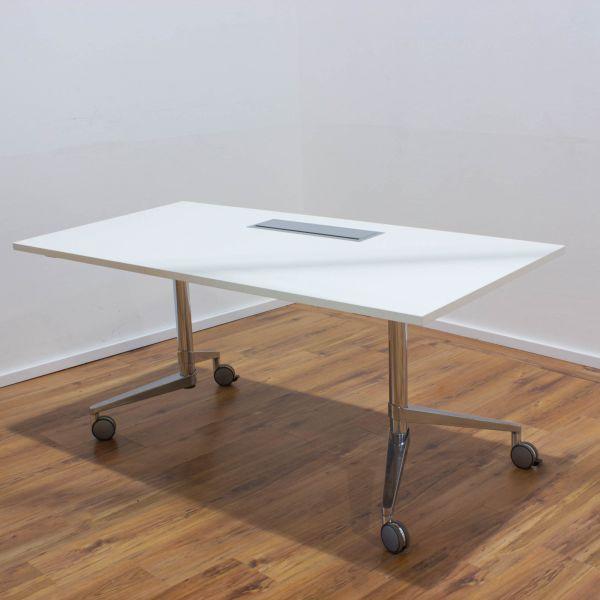 Wiesner Hager Staffeltisch weiß - T-Fußgestell in chrom auf Rollen - Breite 160 cm